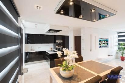 Kücheneinrichtung mit Spanndecke